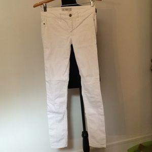 EUC Abercrombie skinny white denim
